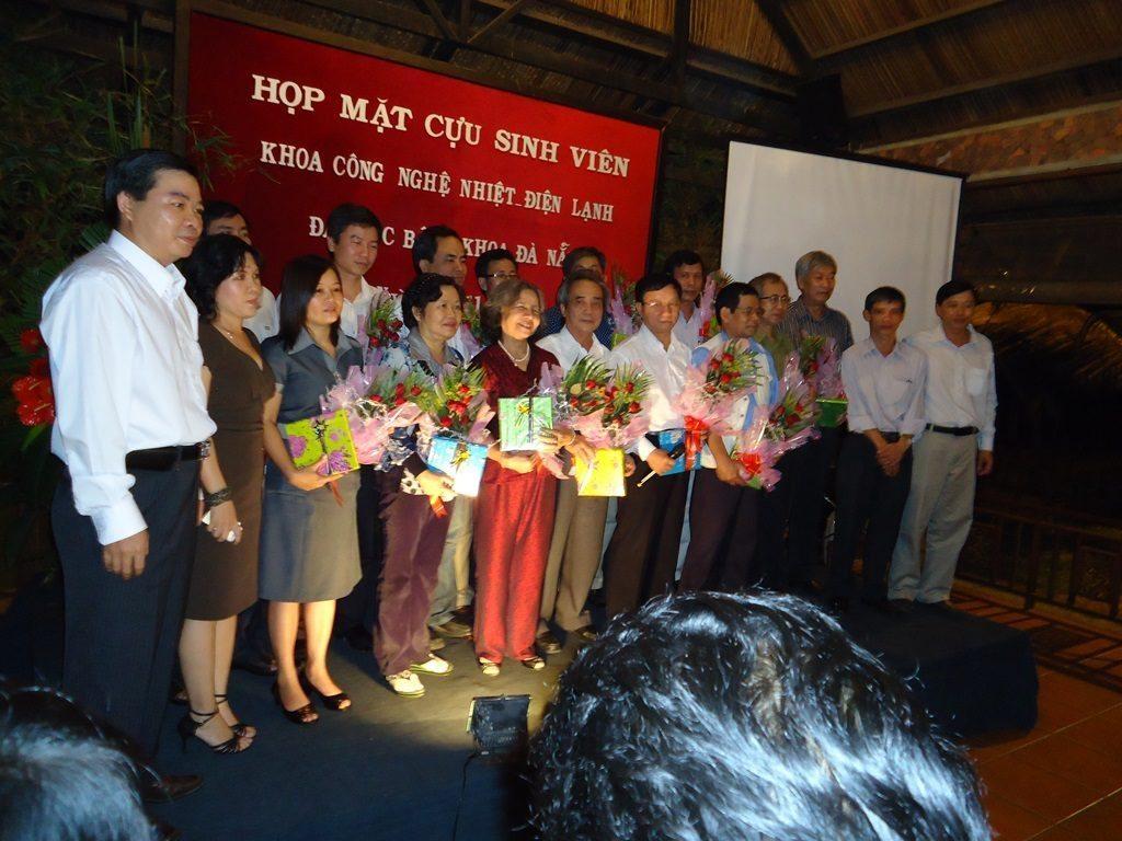 Hình ảnh họp mặc khoa Nhiệt - Điện Lạnh BKĐN năm 2011